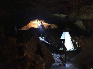 Aven grotte forestière Spélé'Hôtel deux tipis